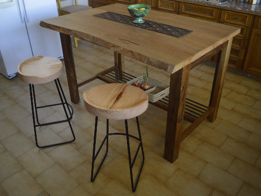 Kitchen island & stools